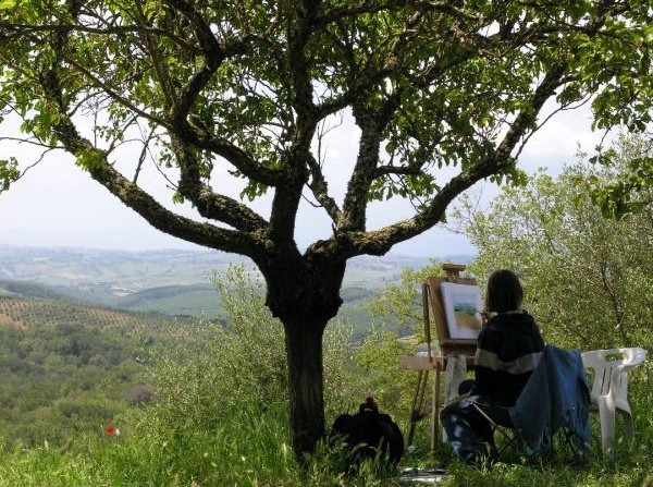 Painting 'en plein air Tuscany, Italy. (photo by Megan Shelley)